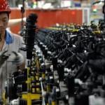 Exporturile chineze scad pentru a treia lună consecutiv