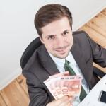 Angajații rămân cu mai mulți bani în buzunar