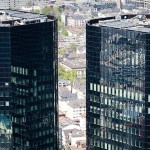 Opt angajați ai Deutsche Bank, acuzați
