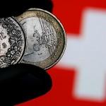 Francul elvețian scade la un nou nivel record