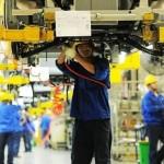 Productia manufacturieră a Chinei scade pentru a treia lună la rând