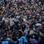 REPORTAJ: Marşul tăcerii, al durerii, al solidarităţii şi al revoltei, încheiat cu un altar de lumânări – FOTO