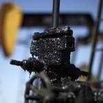 Prețul petrolului va rămâne scăzut şi în 2016