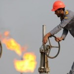 Prețul petrolului a atins cel mai scăzut nivel din 2004