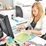 Diferența de remunerare între femei și bărbați: Adolescentele se asteaptă să câştige cu 7000 de lire mai puțin decât băieții in UK