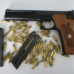Facebook interzice mesajele care vizeaza vanzarea de arme