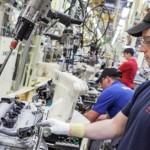 Toyota investeste 7 milioane de lire în producţia unei masini cu motor hibrid