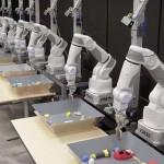 Brațele robotice de la Google impresionează