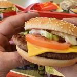 McDonald`s experimentează cu carne proaspătă