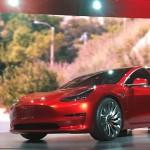 Tesla adună bani pentru Model 3