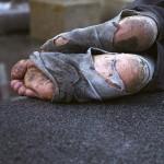 Furtul unor mici cantități de alimente de către înfometați nu e infracțiune in Italia, dar in Romania, da