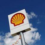 Shell părăsește zece țări