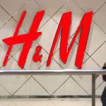 H&M se menține pe linia de plutire în ciuda scăderii profitului