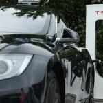 Tesla introduce doua versiuni mai ieftine ale modelului S