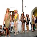 Viitori designeri vestimentari și-au prezentat colecțiile de diplomă într-o paradă a modei în Cetatea Oradea