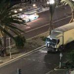 """Atentat la Nisa: Atentatorul, cunoscut poliției pentru antecedentele sale violente, """"l-au ucis și capul lui a ieșit prin geamul camionului"""""""