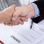 Românii care încheie contracte cu parteneri străini trebuie să declare aceste documente la Fisc