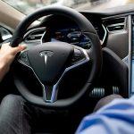 """Tesla nu mai poate fi vândut cu """"Autopilot"""""""