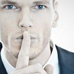 Opt lucruri pe care oamenii inteligenţi nu le dezvaluie niciodata despre ei la locul de muncă