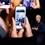 Vânzările Apple scad în continuare