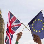 Guvernul britanic da inapoi si revine asupra controversatului proiect privind crearea de liste cu lucrătorii străini