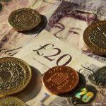 Lira sterlină a scăzut după ce premierul britanic a anunţat că va declanşa procedura de Brexit