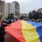 Un drapel tricolor de 150 de metri, purtat pe străzile din Sfântu Gheorghe de Ziua Națională a României