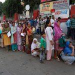 30 de indieni au decedat de pe urma devalorizării monedei