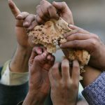 Otrava care a distrus cultura muncii si setea de performanta – ajutoarele sociale