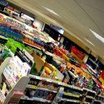 Romania ameninta cu amenzi daca obliga magazinele sa tina pe rafturi 51% doar produse romanesti