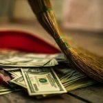 Pentru erorile guvernului fiecare român are de plătit 3.650 de euro în 2015 în contul datoriei publice create