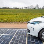 Premieră mondială, o șosea solară a fost dată în folosință
