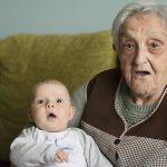 Fiecare a patra fetiță are o speranță de viață de 100 de ani