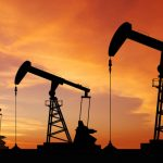 Preţul petrolului trece de 55 de dolari pentru prima dată în 16 luni, pe fondul înţelegerii OPEC