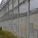 Se construiește zidul