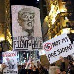 Proteste de proporţii anti-Trump la New York şi Washington: Altercaţii cu susţinătorii preşedintelui-ales/ Mii de oameni, inclusiv celebrităţi, au participat la manifestaţie