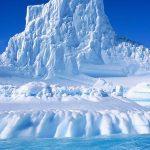 Un aisberg gigantic este din ce în ce mai aproape să se desprindă de Antarctica