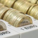 Leul s-a depreciat, vineri, în raport cu principalele valute; cursul euro a sărit de 4,5 lei la BNR