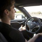 Tesla acuză un fost manager de top