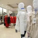 Retailerii de haine estimează o creştere cu 30% a vânzărilor în perioada reducerilor
