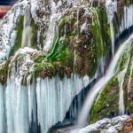 Cascada Bigăr, una dintre cele mai frumoase din lume, este îngheţată
