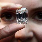 Românul care a furat diamante de 5 milioane de euro s-a prezentat specialist în pietre preţioase