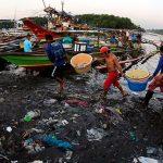 40 de mari concerne vor să reducă consumul de plastic, până în anul 2050 marile vor contine mai mult plastic decât pește