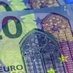 Euro se falsifică mai puțin