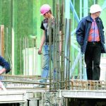 Managerii din construcţii şi comerţ anunţă menţinerea preţurilor şi reducerea numărului de angajaţi
