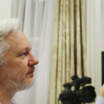 Fondatorul WikiLeaks: Un adolescent ar fi putut să acceseze contul de e-mail al lui John Podesta