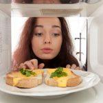 Sunt cuptoarele cu microunde sigure pentru prepararea alimentelor?