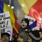 """""""România este țara mea! Dragnea, nu o fura"""". """"Copii mei vor sa zboare, nu le taiati aripile"""""""