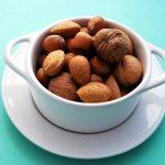 Nucile ne protejează de cancerul la colon