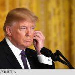 Doi senatori cer lămuriri privind smartphone-ul nesecurizat folosit de președintele Donald Trump